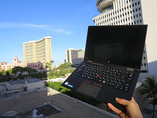 ThinkPad X1 Yogaとハワイのピーカンな空