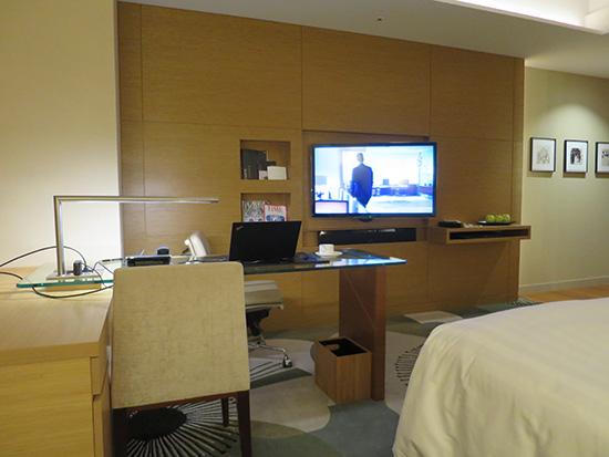 インターコンチ大阪の部屋で 海外ドラマをx1Yogaから出力