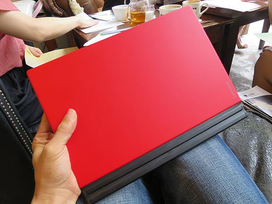 ThinkPad X1 Tablet 薄くて軽くて持ち運びしやすいので バインダー代わりとしても最適?!