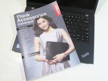 ThinkPad アクセサリーカタログのお姉さんが微笑んでる