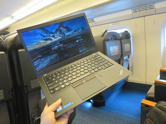 T460s を東北新幹線内で片手持ち