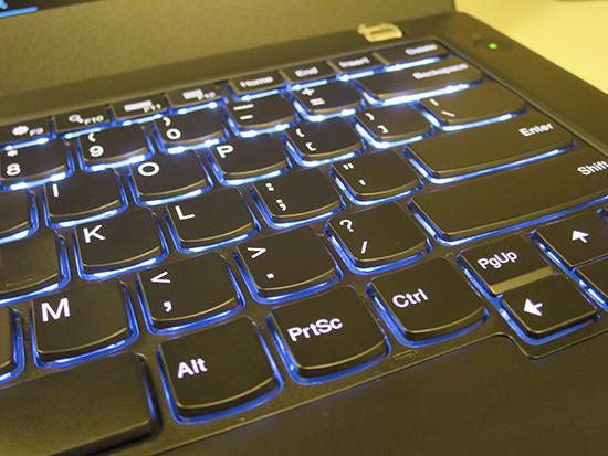 ThinkPad T460sのキーボードバックライト 明るいところでも大活躍