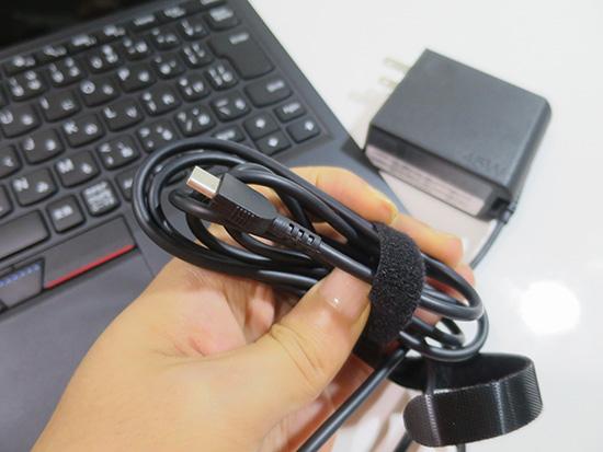X1 tablet ケーブルが柔らかく 束ねやすい