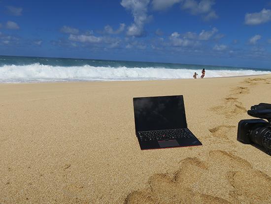 ノースショアの波打ち際でX1 Tablet