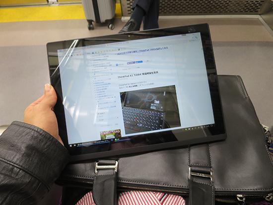 電車内でX1 Tablet dmmモバイルのLTE通信費質も上々