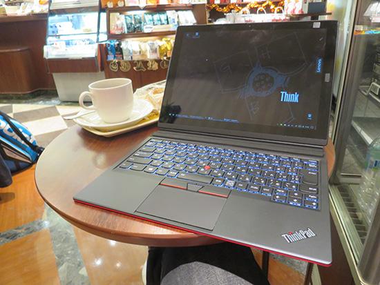 カフェでキー簿度を取り付けてX1Tabletで一仕事