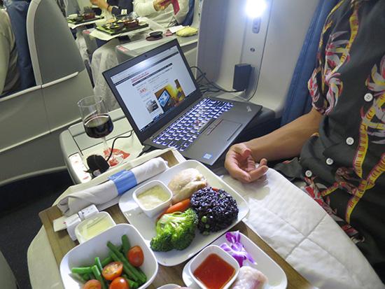 X260とデルタビジネスクラスの機内食
