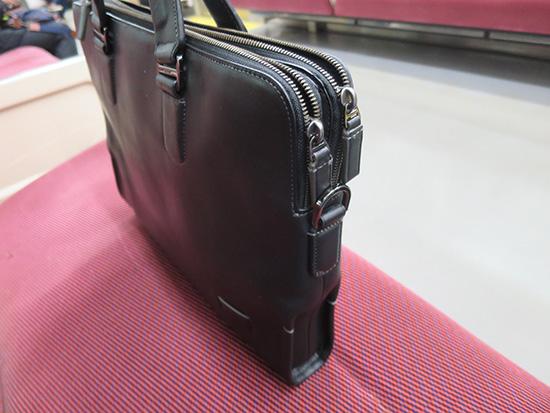 TUMI本革バッグにT460sを入れる