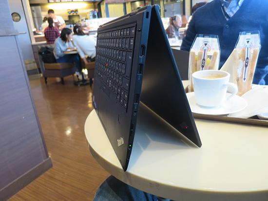 ThinkPad X1 Yoga テントモードで説明