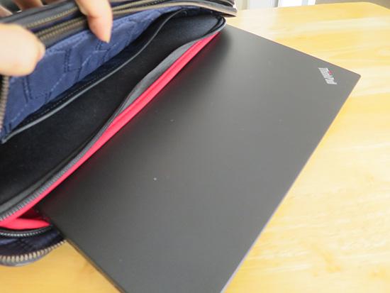インナーケースをバッグの中に入れっぱなしでT460sを取り出すならぴったり