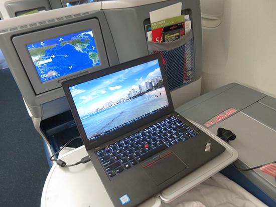 機内でPC作業がはかどる 便利な時代になりました
