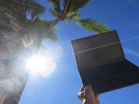 直射日光と椰子の木とThinkPad x260