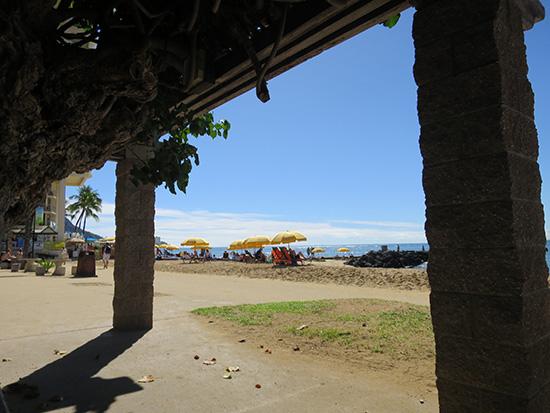 パソコンの液晶から目線を外して見上げる景色はハワイ