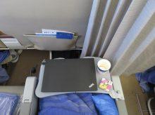 フィリピン航空のプレミアムエコノミー テーブルにThinkPad X260