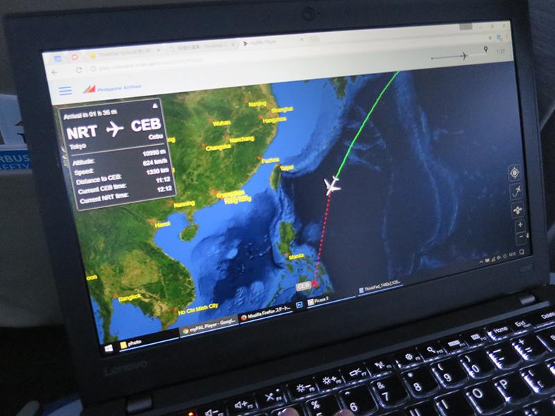 フィリピン航空 飛行機内 ノートPCで運行状況を確認