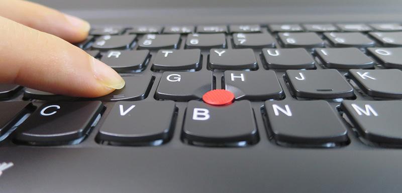 ThinkPad T470s キーボード ストロークは2.1mmほどと深い