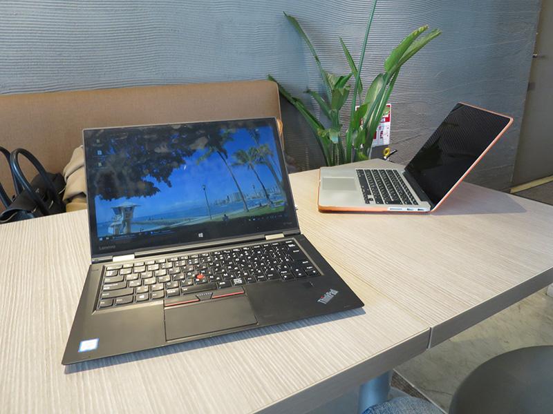 ThinkPad X1 Yoga とMacbook PROで会議