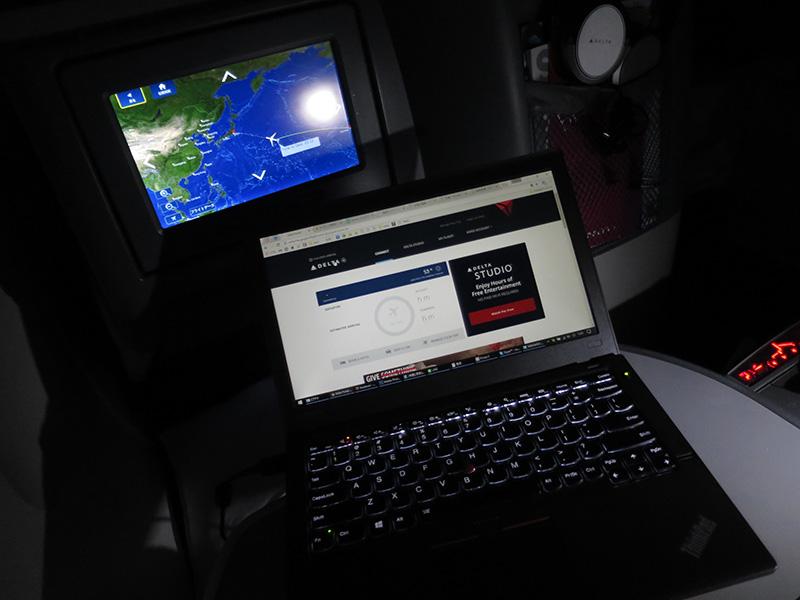 機内wifiを使ってネットサーフィン