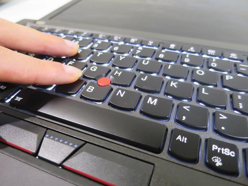 指先にフィットするX270のキーボード