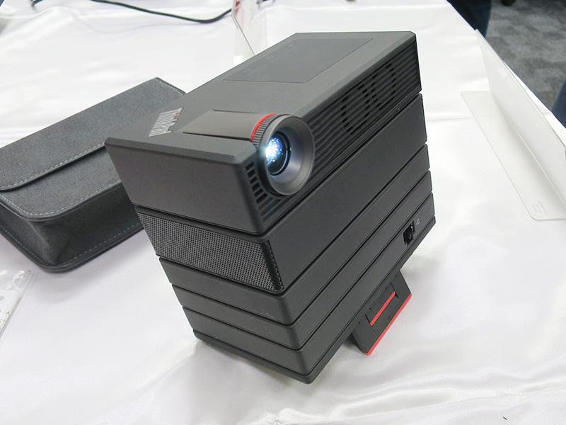 ThinkPad モバイルプロジェクター 積み重ねて簡単に拡張が可能