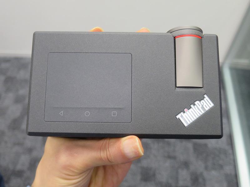 ThinkPad モバイルプロジェクター 天板のタッチパッドで操作