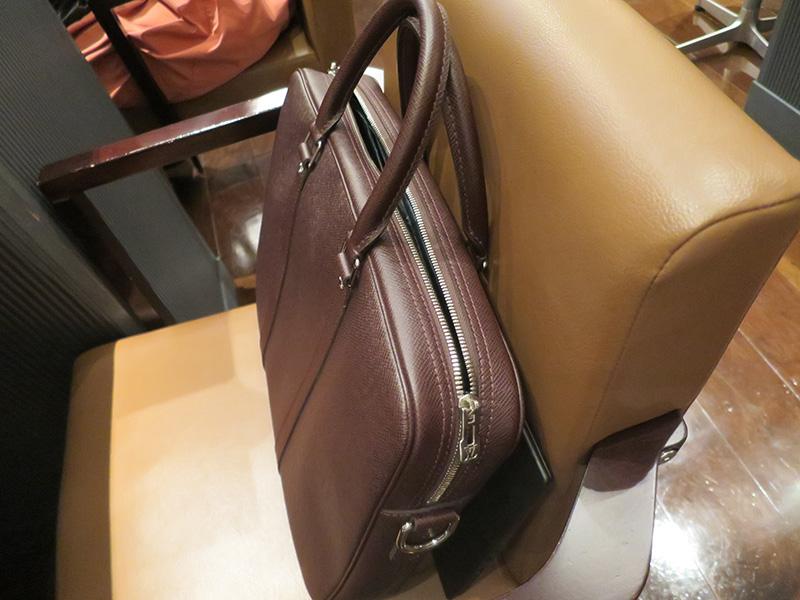 ヴィトンのバッグにThinkPad X1 Carbon 2017