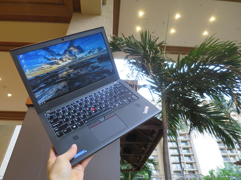 ThinkPad X270 片手持ちしても抜群の堅牢性