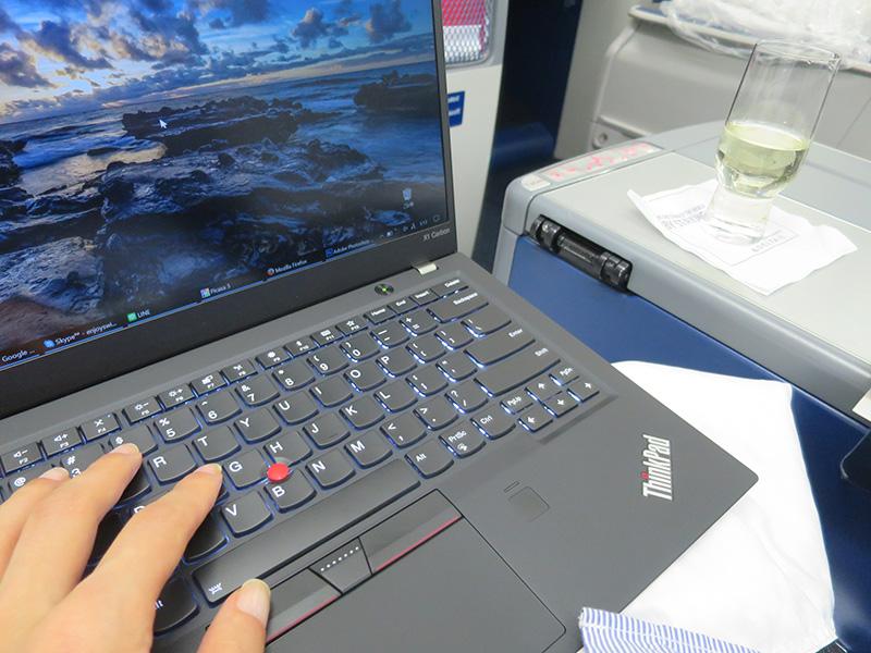 ThinkPad X1 Carbon ブラック桃肌 ボディピースチキンな材質