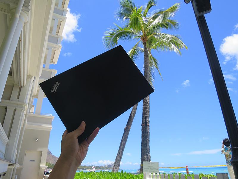 圧倒的に薄く持ち運びやすいThinkPad X1 Carbon 2017
