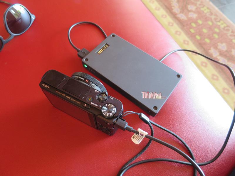 RX100 M5 バッテリーは1個で充電しながら4K撮影