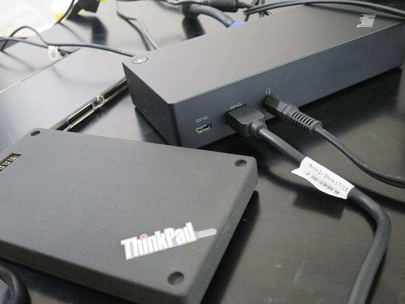 USB Type-C端子 前面からはスピーカーとHDDを接続