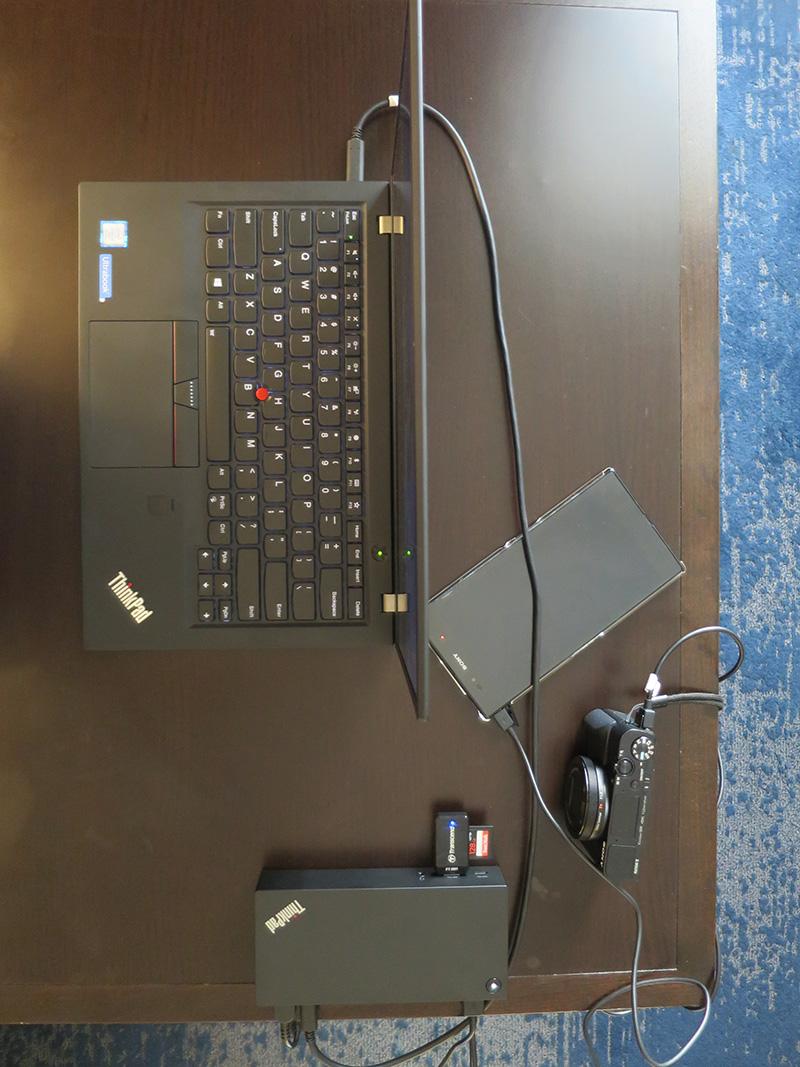 USB Type-Cドックでデジカメ接続、スマホ充電