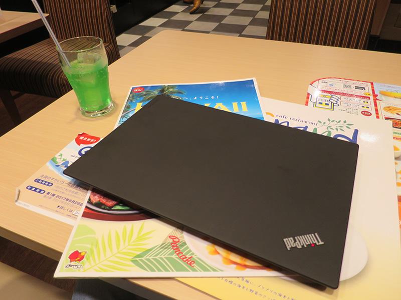 ThinkPad X1 Carbon 厚さが薄くて存在を忘れる
