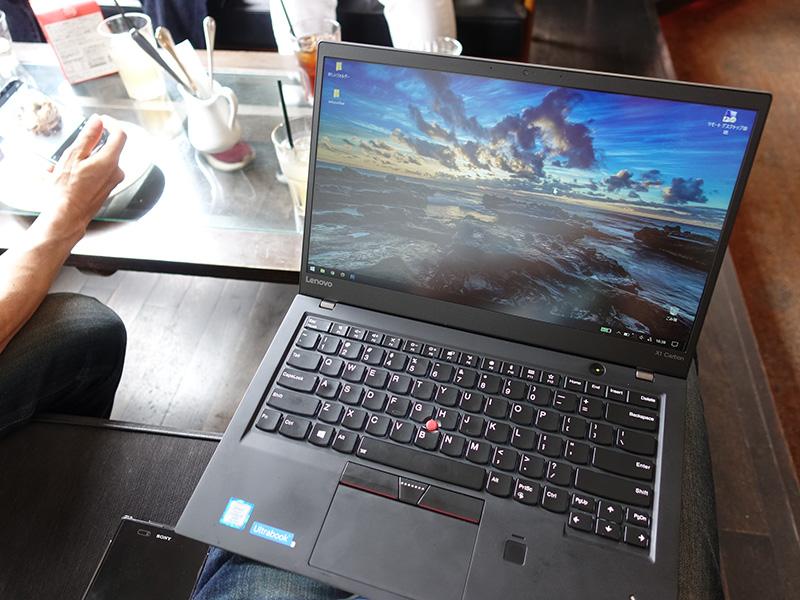 カフェでThinkPad X1 Carbon 2017