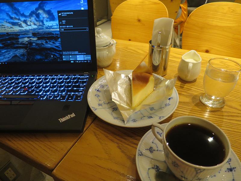ベイクドチーズケーキとコーヒーとThinkPad X270