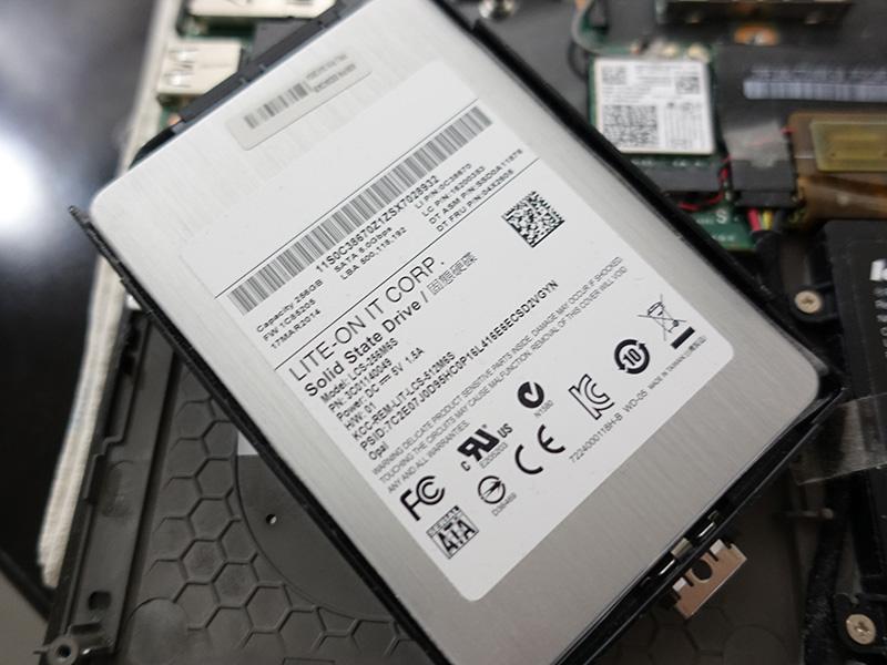 X240 のSSDは ライトン製