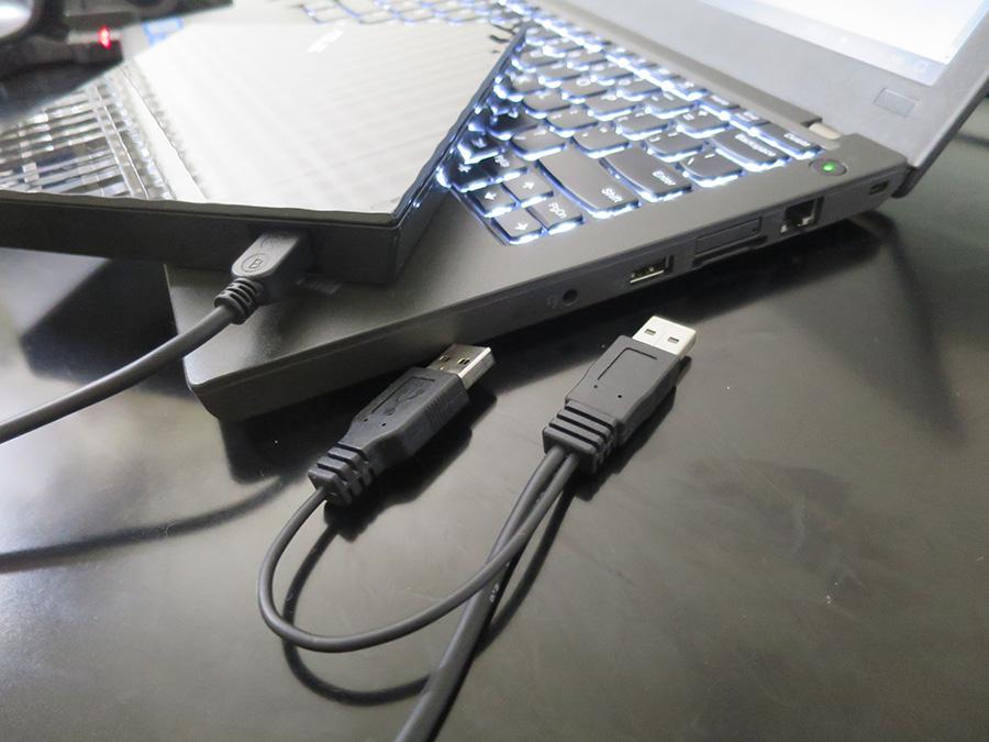 電源補助用の端子がついてるUSB機器は右側がいいかも
