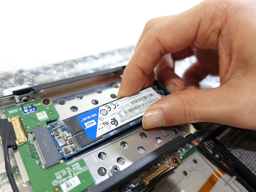 X270にウエスタンデジタルの 2280 M.2 SATA SSDをはめ込む