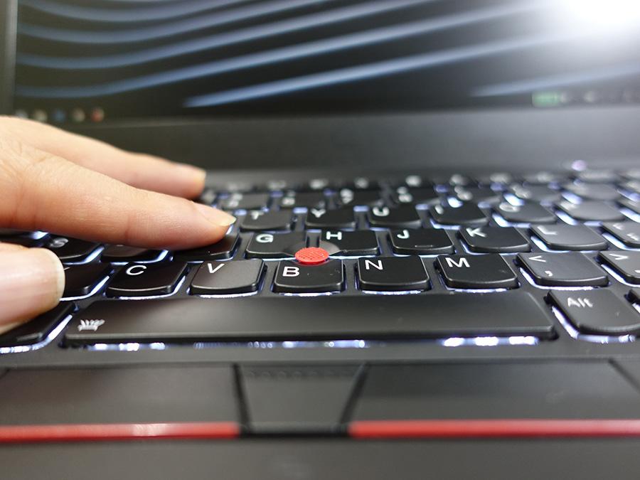 女性に意外に支持されているのが X280 のキーボード