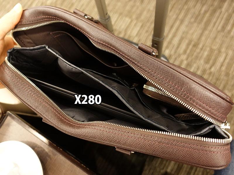 X280 小さなA4バッグからも取り出しやすい