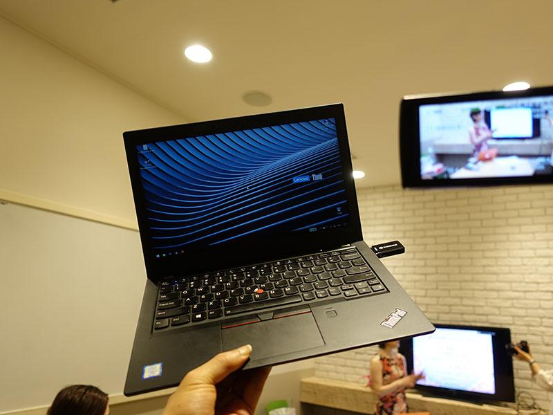 ThinkPad X280 片手持ち 堅牢性も高い