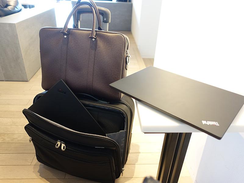 X1 Extreme 国内 短期出張の場合はスーツケースで転がす