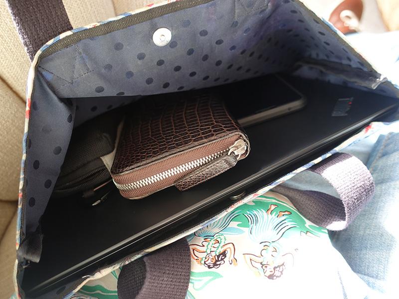ハワイではx280をそのままバッグに入れて持ち運び