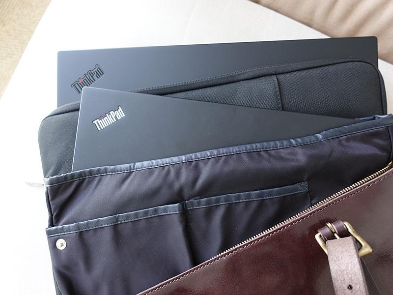トートバッグの中 X1 Extremeはインナーケース X280はバッグインバッグにいれて機内持ち込み