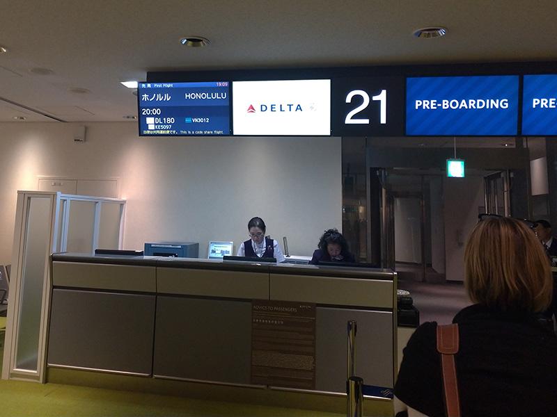 飛行機 国内線でモバイルバッテリーを預けたら搭乗前に呼び出された