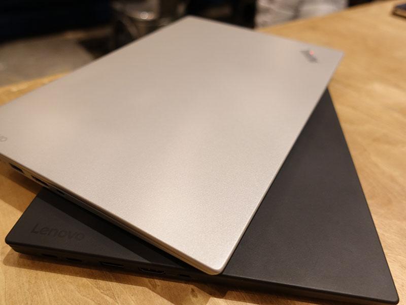 X1 Carbon シルバー ブラック 天板部分
