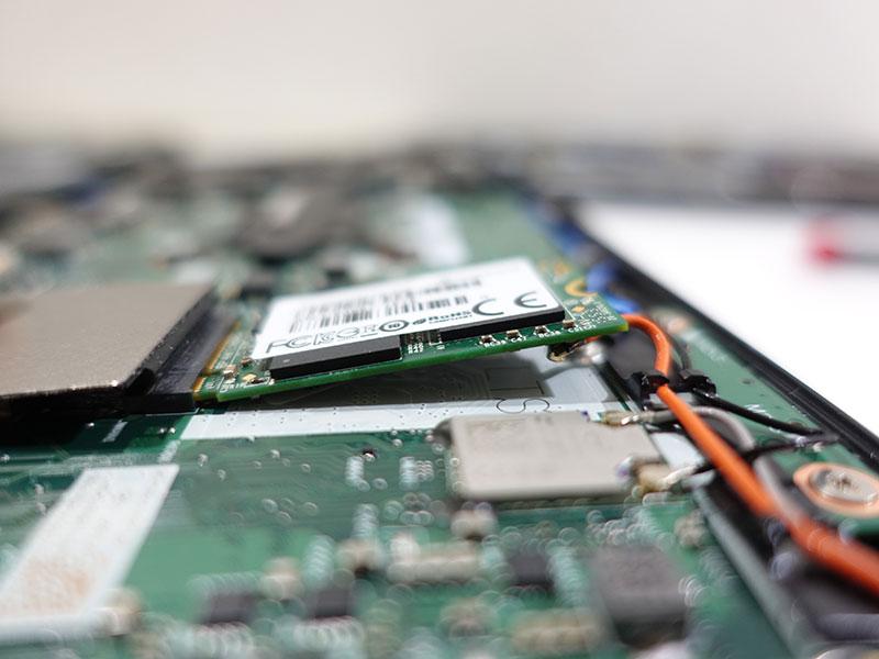 M.2 2242 SSD X390では浮いてしまった