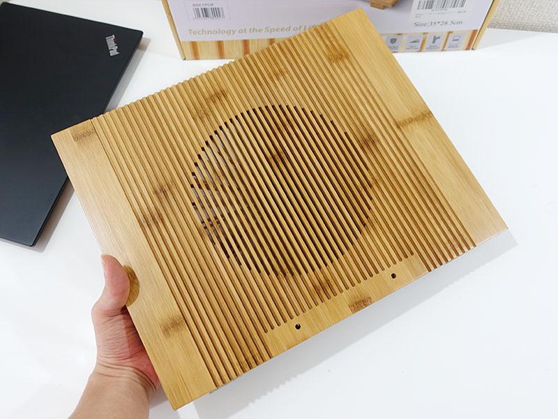 竹製PCスタンド 作りは精工
