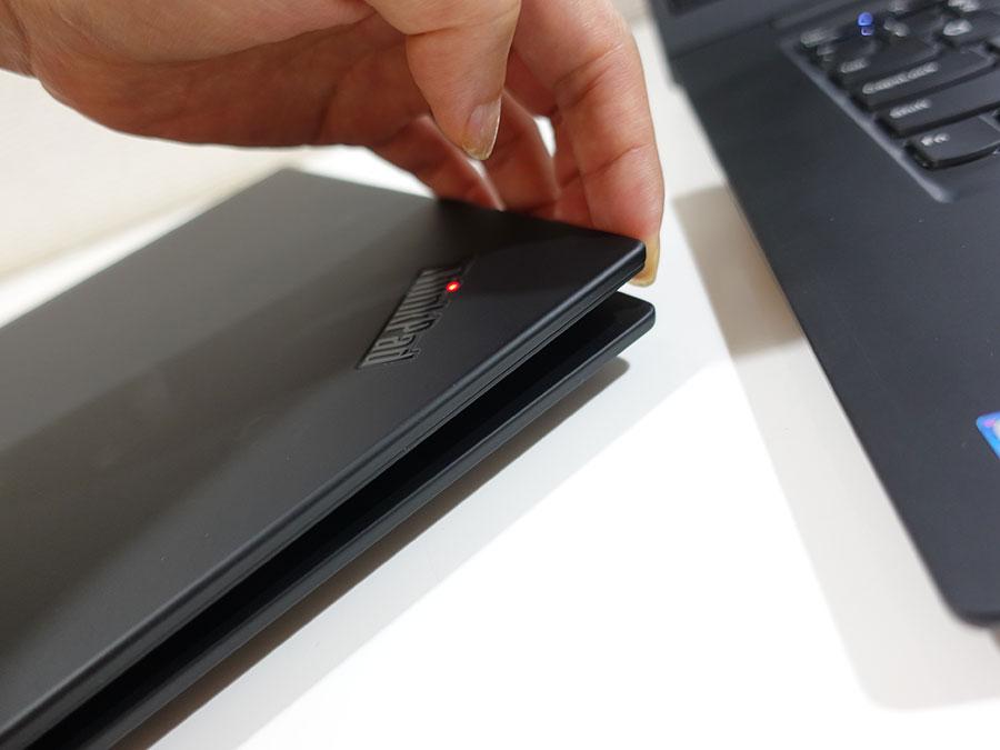 X1 Extreme 4K UHD 液晶部分が重く、若干開けずらい