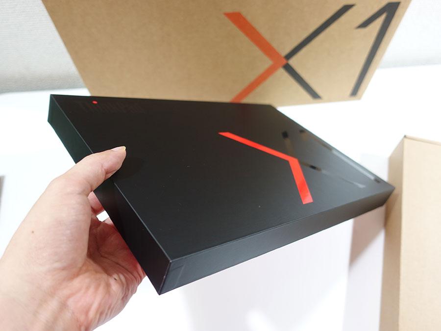 X1 Carbon 2019 化粧箱が薄い